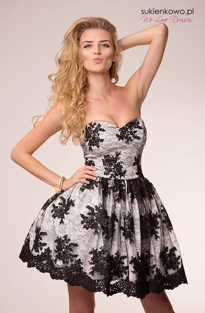 941579bfd6 CANDY - Koronkowa rozkloszowana sukienka czarno-biała