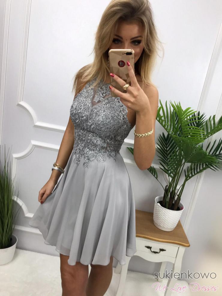 684823581b CYNTIA - Luksusowa sukienka z gipiurą szara