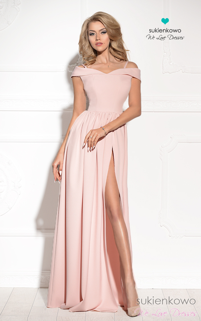 c494081e751 FEMME - Długa suknia z rozcięciem jasno różowa