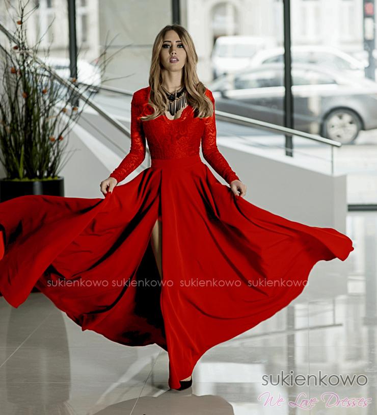 7d210ad6e6 IVANKA - Długa sukienka z koronkową górą i długim rękawem CZERWONA
